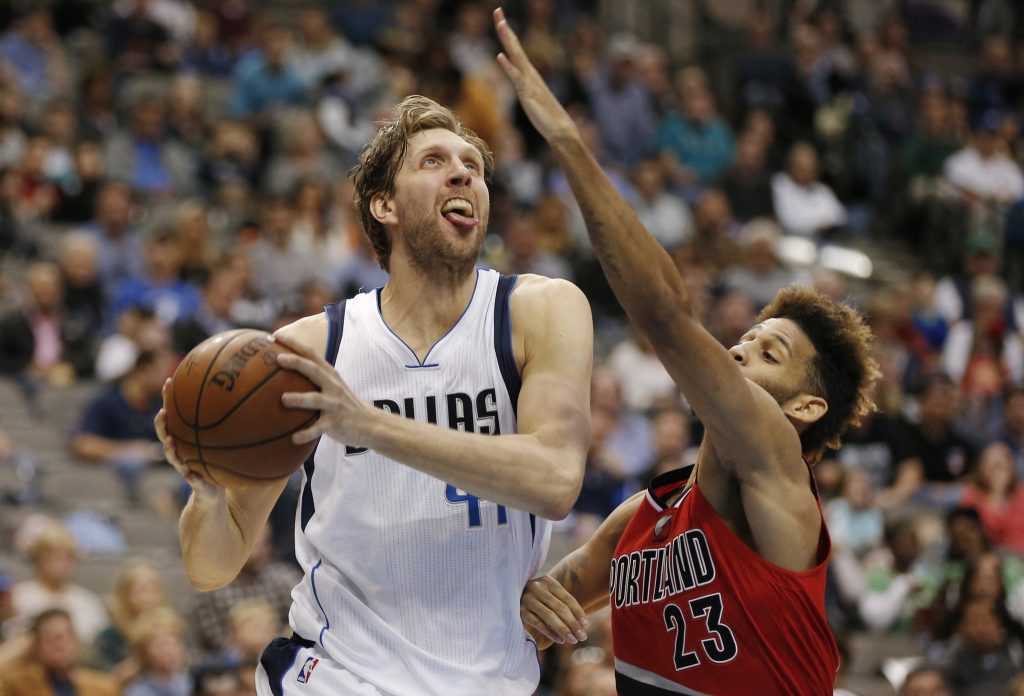 Nowitzki will try to lead the Mavs to their 1st win of the season!!!
